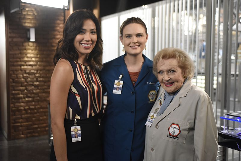 Bones Ep1104 Carpals3 ScBTS 00008