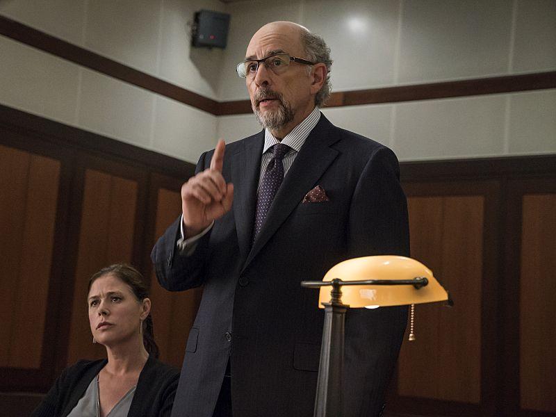 Maura Tierney as Helen and Richard Schiff as Jon Gottlief in The Affair (season 2, episode 4). - Photo: Mark Schafer/SHOWTIME - Photo ID: TheAffair_204_9443