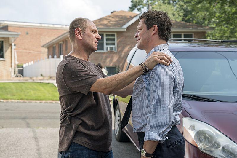 John Parla as J.P. and Dominic West as Noah in The Affair (season 2, episode 4). - Photo: Mark Schafer/SHOWTIME - Photo ID: TheAffair_204_6945