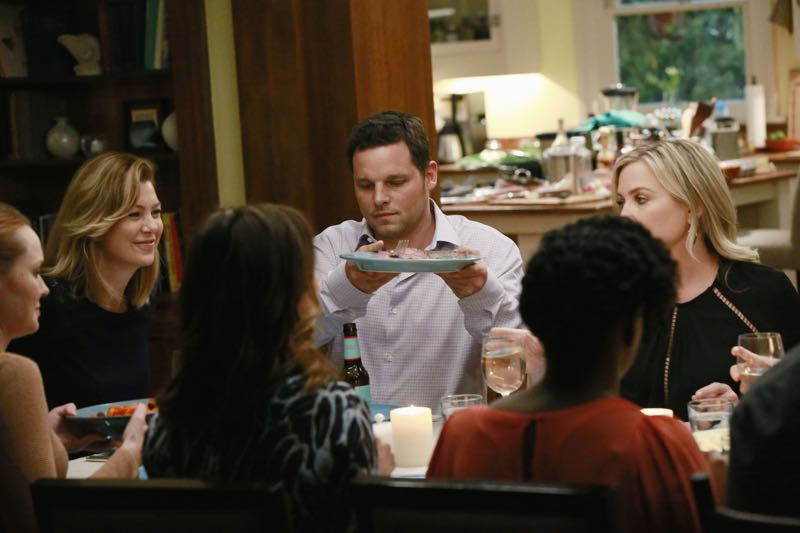 """GREY'S ANATOMY - """"Guess Who's Coming to Dinner?"""" - In the midst of the sisters' dinner party, Maggie ditches her cooking duties to rush to the hospital. Meanwhile, April steps in to help cook as an attempt to avoid Jackson, and Arizona nervously waits to find out more about Callie's new girlfriend, on """"Grey's Anatomy,"""" THURSDAY, OCTOBER 22 (8:00-9:00 p.m., ET) on the ABC Television Network. (ABC/Mitchell Haaseth) SAMANTHA SLOYAN, ELLEN POMPEO, JUSTIN CHAMBERS, JESSICA CAPSHAW"""