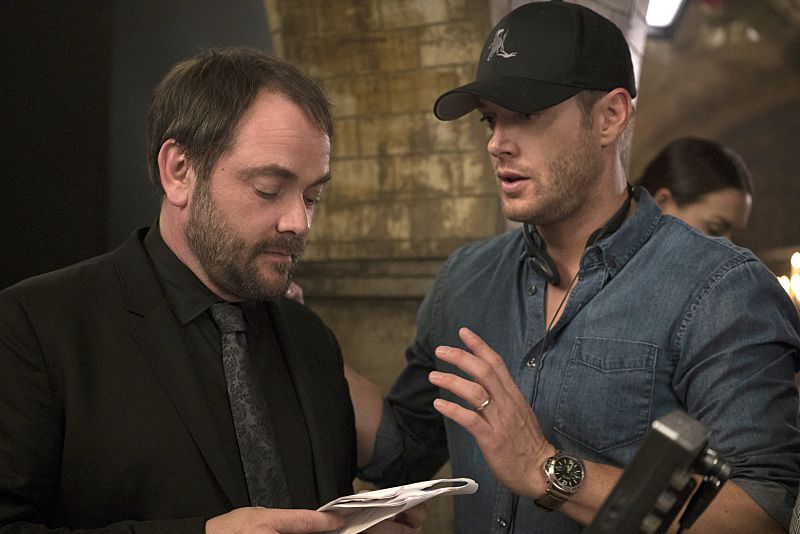 "Supernatural -- ""The Bad Seed"" -- Image SN1101A_0509.jpg -- Pictured (L-R): Behind the scenes with Mark Sheppard and Director Jensen Ackles -- Photo: Katie Yu /The CW -- © 2015 The CW Network, LLC. All Rights Reserved."