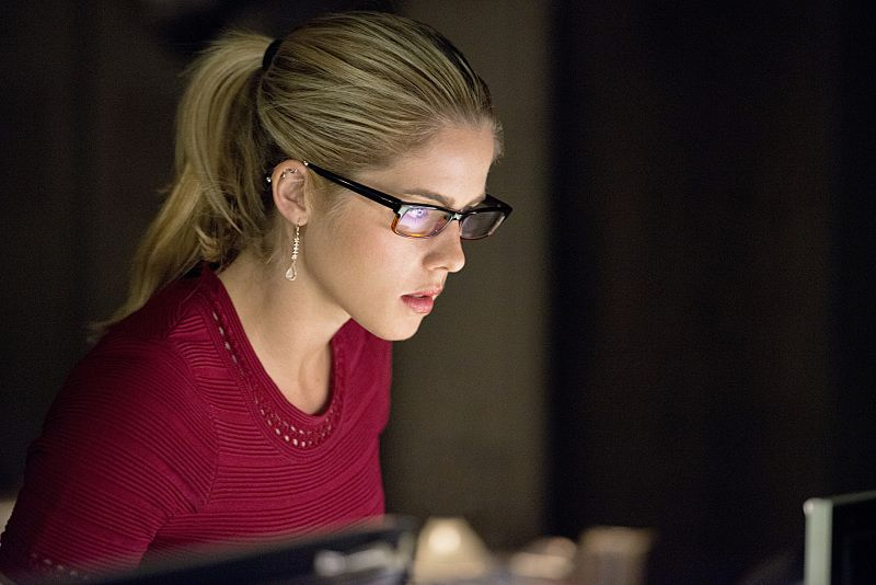 "Arrow --""Restoration"" -- Image AR403A_0282b.jpg -- Pictured: Emily Bett Rickards as Felicity Smoak -- Photo: Diyah Pera /The CW -- © 2015 The CW Network, LLC. All Rights Reserved."