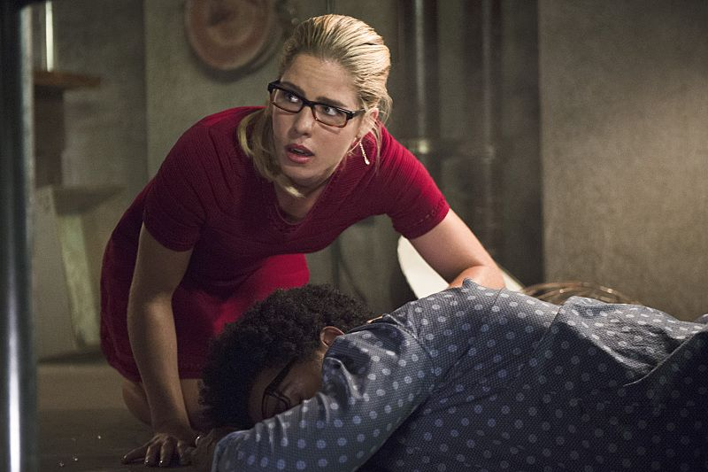 "Arrow -- ""Restoration"" -- Image AR403A_0103b.jpg -- Pictured (L-R): Emily Bett Rickards as Felicity Smoak and and Echo Kellum as Curtis Holt -- Photo: Diyah Pera /The CW -- © 2015 The CW Network, LLC. All Rights Reserved."