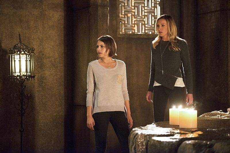 "Arrow -- ""Restoration"" -- Image AR403B_0308b.jpg -- Pictured (L-R): Willa Holland as Thea Queen and Katie Cassidy as Laurel Lance -- Photo: Diyah Pera /The CW -- © 2015 The CW Network, LLC. All Rights Reserved."