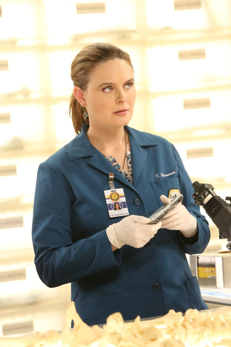"BONES: Emily Deschanel in the special ""The Resurrection in the Remains"" BONES/SLEEPY HOLLOW crossover episode of BONES airing Thursday, Oct. 29 (8:00-9:00 PM ET/PT) on FOX. ©2015 Fox Broadcasting Co. Cr: Kevin Estrada/FOX"