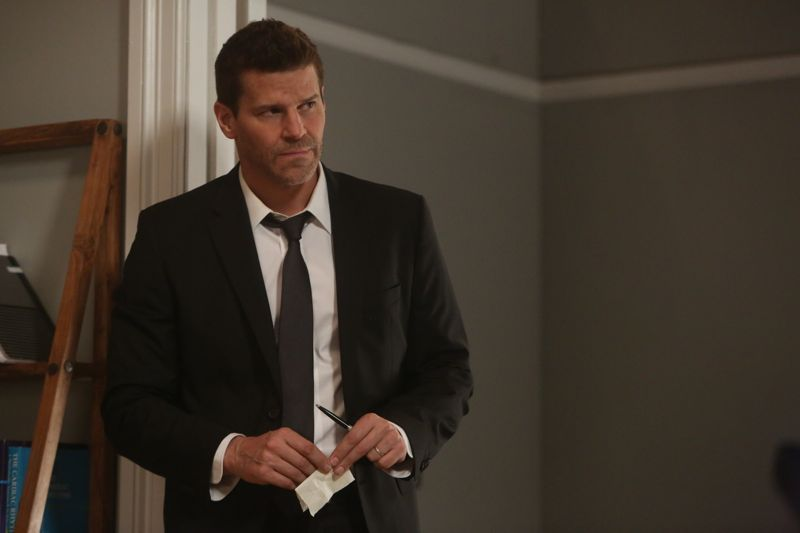 "BONES: David Boreanaz in the special ""The Resurrection in the Remains"" BONES/SLEEPY HOLLOW crossover episode of BONES airing Thursday, Oct. 29 (8:00-9:00 PM ET/PT) on FOX. ©2015 Fox Broadcasting Co. Cr: Jordin Althaus/FOX"