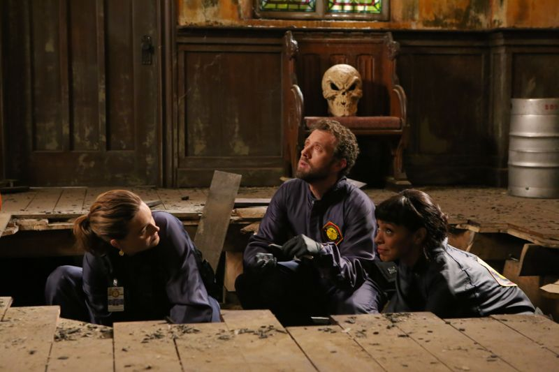 """BONES: L-R: Emily Deschanel, TJ Thyne and Tamara Taylor in the special """"The Resurrection in the Remains"""" BONES/SLEEPY HOLLOW crossover episode of BONES """"The Resurrection in the Remains"""" crossover episode of BONES airing Thursday, Oct. 29 (8:00-9:00 PM ET/PT) on FOX. ©2015 Fox Broadcasting Co. Cr: Kevin Estrada/FOX"""