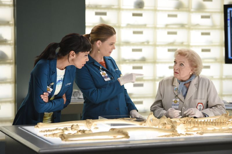 "BONES: L-R: Tamara Taylor, Emily Deschanel and guest star Betty White in the ""The Carpals in the Coy-Wolves"" episode of BONES airing Thursday, Oct. 22 (8:00-9:00 PM ET/PT) on FOX. ©2015 Fox Broadcasting Co. Cr:"