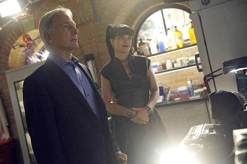 """Viral"" -- When a petty officer's murder matches the M.O. of a local serial killer, the NCIS team must determine if this is the killer's latest victim or the work of a copycat, on NCIS, Tuesday, Oct. 27 (8:00-9:00 PM, ET/PT), on the CBS Television Network. Pictured left to right: Mark Harmon and Pauley Perrette Photo: Darren Michaels/CBS ©2015 CBS Broadcasting, Inc. All Rights Reserved"