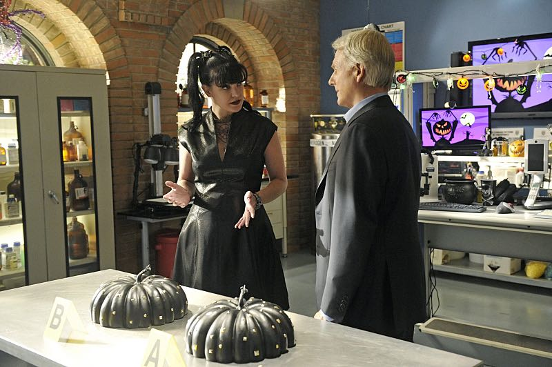 """Viral"" -- When a petty officer's murder matches the M.O. of a local serial killer, the NCIS team must determine if this is the killer's latest victim or the work of a copycat, on NCIS, Tuesday, Oct. 27 (8:00-9:00 PM, ET/PT), on the CBS Television Network. Pictured left to right: Pauley Perrette and Mark Harmon Photo: Darren Michaels/CBS ©2015 CBS Broadcasting, Inc. All Rights Reserved"