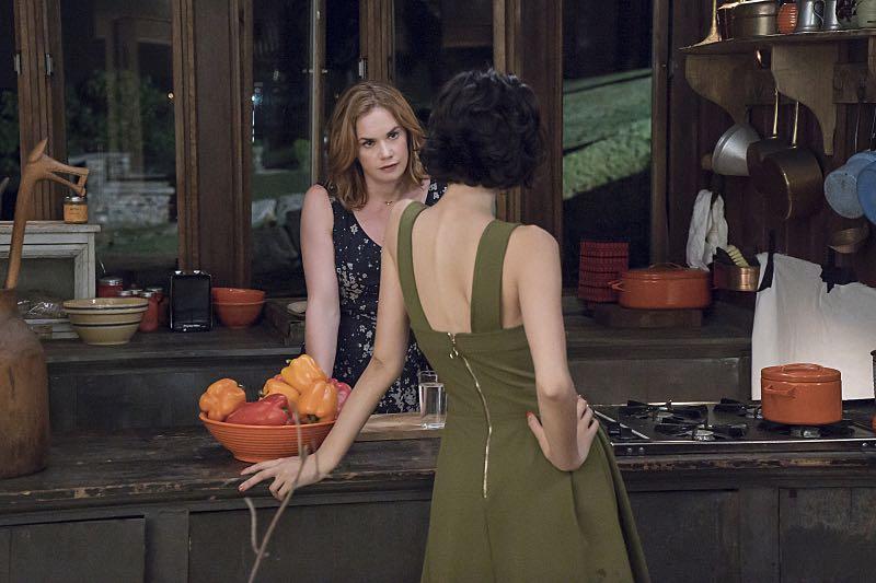 Ruth WIlson as Alison and Julia Goldani Telles as Whitney in The Affair (season 2, episode 3). - Photo: Mark Schafer/SHOWTIME - Photo ID: TheAffair_203_5957