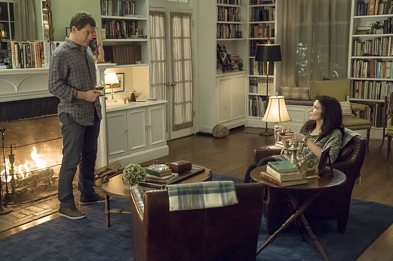 Dominic West as Noah and Joanna Gleason as Yvonne in The Affair (season 2, episode 3). - Photo: Mark Schafer/SHOWTIME - Photo ID: TheAffair_203_3770