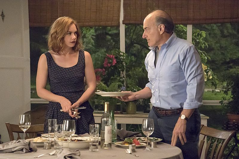 Ruth WIlson as Alison and Peter Friedman as Robert in The Affair (season 2, episode 3). - Photo: Mark Schafer/SHOWTIME - Photo ID: TheAffair_203_3234