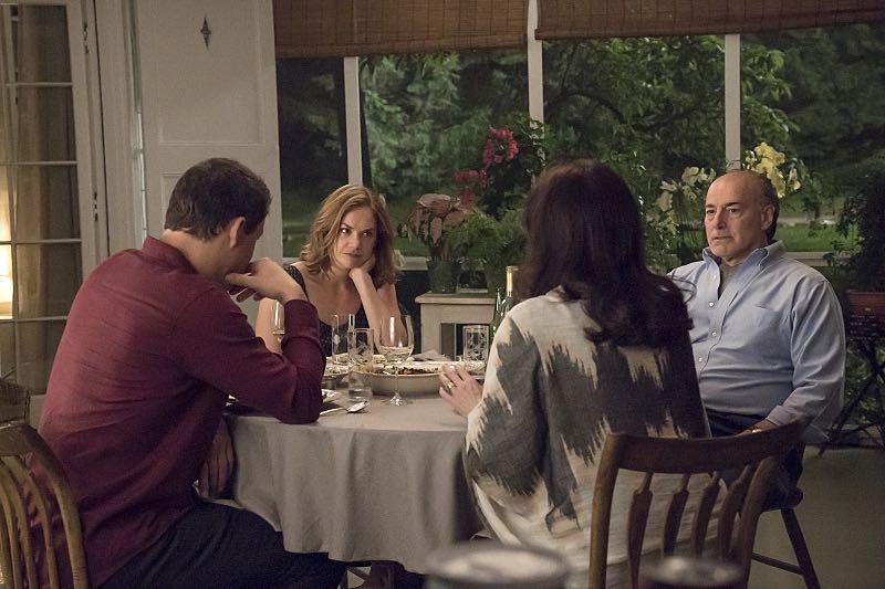 Dominic West as Noah, Ruth WIlson as Alison, Joanna Gleason as Yvonne and Peter Friedman as Robert in The Affair (season 2, episode 3). - Photo: Mark Schafer/SHOWTIME - Photo ID: TheAffair_203_3126