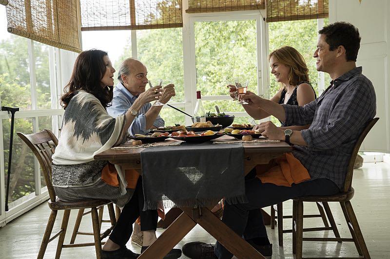 Joanna Gleason as Yvonne, Peter Friedman as Robert, Ruth Wilson as Alison and Dominic West as Noah in The Affair (season 2, episode 3). - Photo: Mark Schafer/SHOWTIME - Photo ID: TheAffair_203_2147
