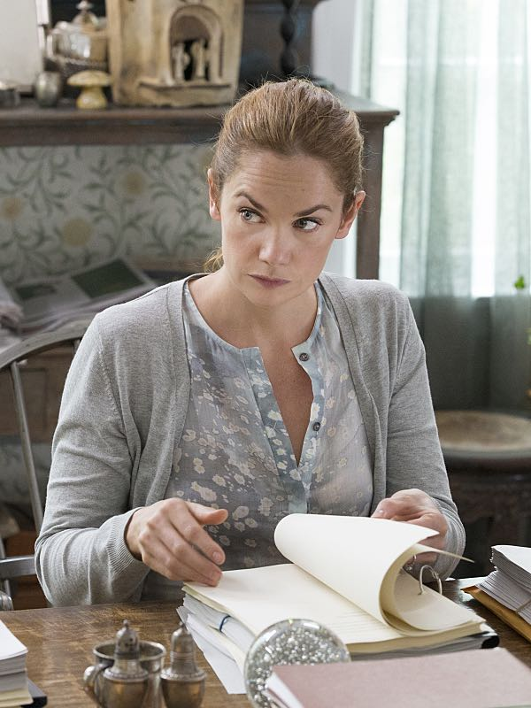Ruth WIlson as Alison in The Affair (season 2, episode 3). - Photo: Mark Schafer/SHOWTIME - Photo ID: TheAffair_203_0402