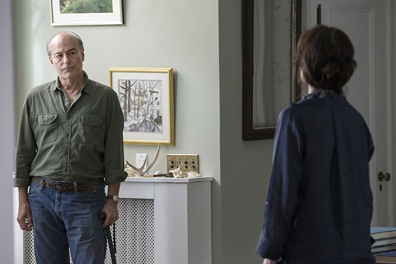 Peter Friedman as Robert and Joanna Gleason as Yvonne in The Affair (season 2, episode 3). - Photo: Mark Schafer/SHOWTIME - Photo ID: TheAffair_203_0163