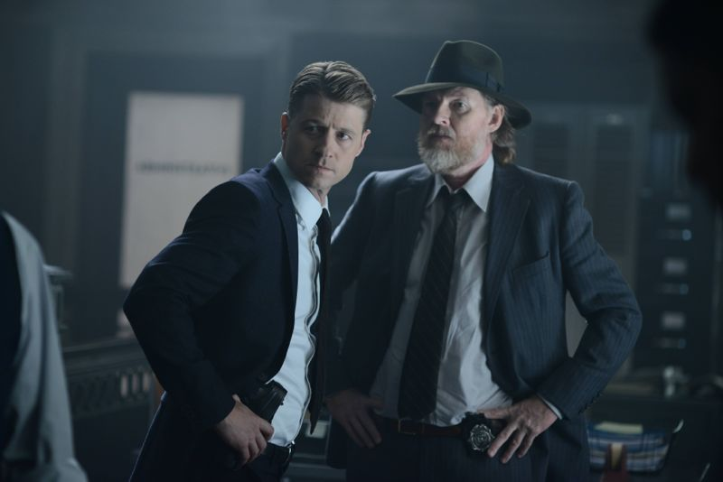 """GOTHAM: (L-R) Gordon (Benjamin McKenzie) and Bullock (Donal Logue) in the """"Rise of the Villains: Strike Force"""" episode of GOTHAM airing Monday, Oct. 12 (8:00-9:00 PM ET/PT) on FOX. ©2015 Fox Broadcasting Co. Cr: FOX."""