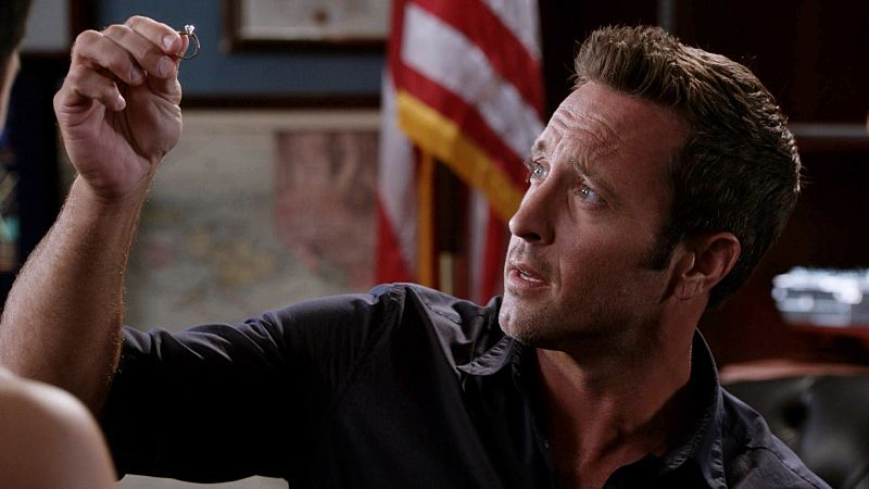 """""""Ua 'o'oloku ke anu i na mauna"""" -- While Five-0 investigates a scuba diver's death from a gun recently used in another murder, McGarrett prepares to propose to Catherine, on HAWAII FIVE-0, Friday, Oct. 9 (9:00-10:00 PM, ET/PT), on the CBS Television Network. (*""""Ua 'o'oloku ke anu i na mauna"""" is Hawaiian for """"The Chilling Storm is on the Mountain"""") Steve McGarrett (Alex O'Loughlin), shown. Photo: Frame Grab/CBS ©2015 CBS Broadcasting, Inc. All Rights Reserved"""