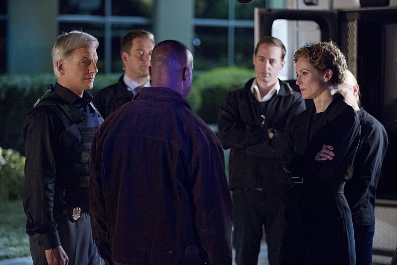 """Double Trouble"" -- Vance partners with Gibbs and returns to field duty when a murder case is connected to a former NCIS agent he locked up for stealing evidence, on NCIS, Tuesday, Oct. 13 (8:00-9:00 PM, ET/PT), on the CBS Television Network. Pictured left to right: Mark Harmon, Michael Weatherly, Rocky Carroll, Sean Murray Leslie Hope and Emily Wickersham Photo: Monty Brinton/CBS ©2015 CBS Broadcasting, Inc. All Rights Reserved"