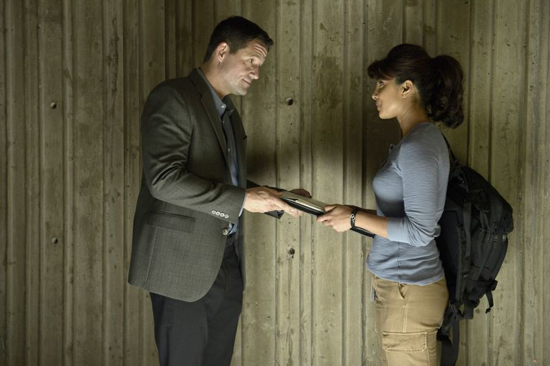 """QUANTICO - """"Cover"""" - At Quantico, Alex finally receives information about her father and his FBI past, but in the future it's her mother, Sita, who plays a key role when Liam convinces her to participate in a press conference on national television begging Alex to turn herself in. Also at """"Quantico,"""" the NATS learn the art of profiling and focus on their classmates' strengths and weaknesses, ultimately challenging their confidence and comradery, on """"Quantico"""" SUNDAY, OCTOBER 11 (10:00--11:00 p.m., ET) on the ABC Television Network. (ABC/Phillipe Bosse) JOSH HOPKINS, PRIYANKA CHOPRA"""