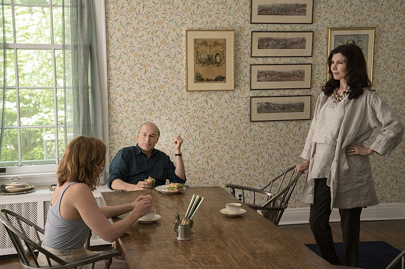 Ruth Wilson as Alison, Peter Friedman as Robert and Joanna Gleason as Yvonne in The Affair (season 2, episode 2). - Photo: Mark Schafer/SHOWTIME - Photo ID: TheAffair_202_5889