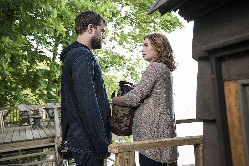 Joshua Jackson as Cole and Ruth Wilson as Alison in The Affair (season 2, episode 2). - Photo: Mark Schafer/SHOWTIME - Photo ID: TheAffair_202_5088