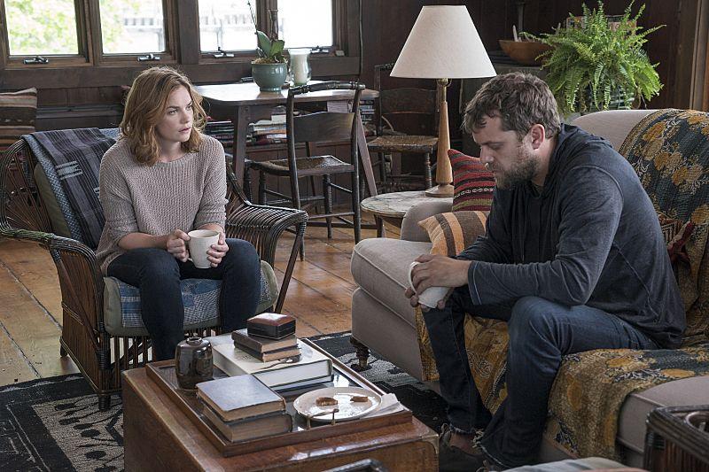Ruth Wilson as Alison and Joshua Jackson as Cole in The Affair (season 2, episode 2). - Photo: Mark Schafer/SHOWTIME - Photo ID: TheAffair_202_4267