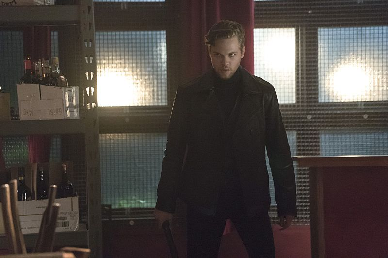 """Arrow -- """"The Candidate"""" -- Image AR402A_0256b -- Pictured: Alexander Calvert as Lonnie Machin -- Photo: Katie Yu /The CW -- © 2015 The CW Network, LLC. All Rights Reserved."""