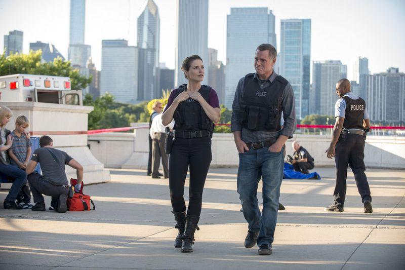 "CHICAGO P.D. -- ""Natural Born Storyteller"" Episode 302 -- Pictured: (l-r) Sophia Bush as Erin Lindsay, Jason Beghe as Hank Voight -- (Photo by: Matt Dinerstein/NBC)"
