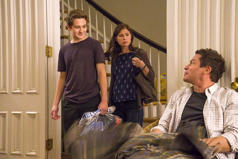 Jake Richard Siciliano as Martin, Maura Tierney as Helen and Dominic West as Noah in The Affair (season 2, episode 6). - Photo: Mark Schafer/SHOWTIME - Photo ID: TheAffair_206_0971