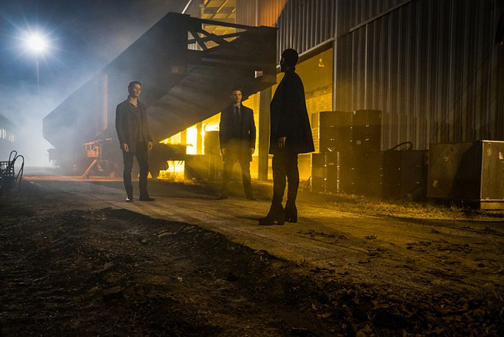 """The Originals -- """"A Streetcar Named Desire"""" -- Image Number: OG314a_0042.jpg -- Pictured (L-R): Joseph Morgan as Klaus, Daniel Gillies as Elijah and Tracy Ifeachor as Aya -- Photo: Annette Brown/The CW -- © 2016 The CW Network, LLC. All rights reserved."""