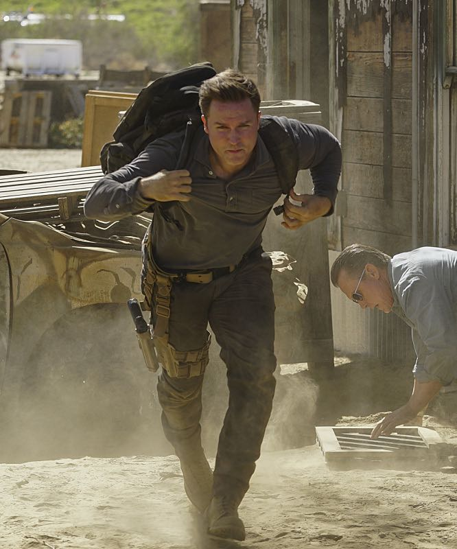 """""""Djibouti Call"""" -- While on a secret mission in Djibouti, Africa, with his new Homeland protégé, Tim Armstrong (Scott Porter), Cabe is captured and Team Scorpion must save him, on SCORPION, Monday, March 21 (9:00-9:59 PM, ET/PT) on the CBS Television Network.   Pictured: Tim Armstrong as Scott Porter, Robert Patrick as Agent Cabe Gallo.   Photo: Sonja Flemming/CBS ©2016 CBS Broadcasting, Inc. All Rights Reserved"""
