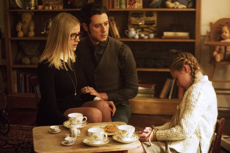 "THE MAGICIANS -- ""The Writing Room"" Episode 109 -- Pictured: (l-r) Olivia Taylor Dudley as Alice, Hale Appleman as Eliot, Sibyl Gregory as Beatrix -- (Photo by: Carole Segal/Syfy)"