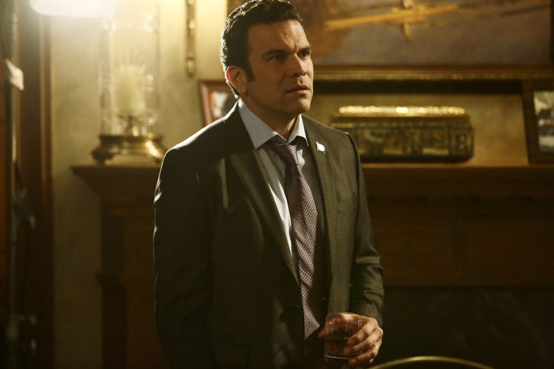 """SCANDAL - """"The Fish Rots From the Head"""" - Olivia and the team take on some embattled Secret Service agents. Meanwhile, Abby has her hands full trying to keep Fitz in line, and Jake begins to reveal a few secrets of his own, on an all-new """"Scandal,"""" THURSDAY MARCH 10 (9:00-10:00 p.m. EST) on the ABC Television Network. (ABC/Nicole Wilder) RICARDO CHAVIRA"""