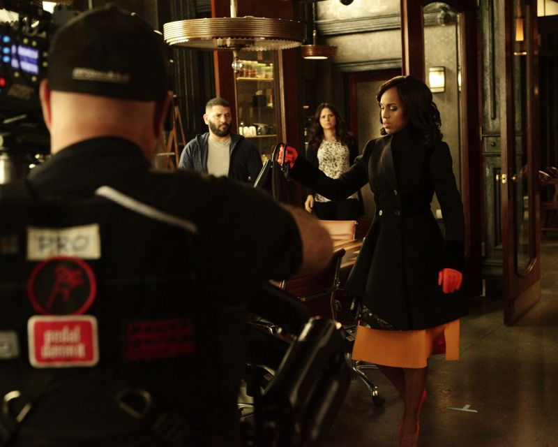 """SCANDAL - """"The Fish Rots From the Head"""" - Olivia and the team take on some embattled Secret Service agents. Meanwhile, Abby has her hands full trying to keep Fitz in line, and Jake begins to reveal a few secrets of his own, on an all-new """"Scandal,"""" THURSDAY MARCH 10 (9:00-10:00 p.m. EST) on the ABC Television Network. (ABC/Nicole Wilder) GUILLERMO DIAZ, KATIE LOWES, KERRY WASHINGTON"""