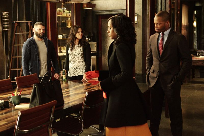 """SCANDAL - """"The Fish Rots From the Head"""" - Olivia and the team take on some embattled Secret Service agents. Meanwhile, Abby has her hands full trying to keep Fitz in line, and Jake begins to reveal a few secrets of his own, on an all-new """"Scandal,"""" THURSDAY MARCH 10 (9:00-10:00 p.m. EST) on the ABC Television Network. (ABC/Nicole Wilder) GUILLERMO DIAZ, KATIE LOWES, KERRY WASHINGTON, CORNELIUS SMITH JR."""
