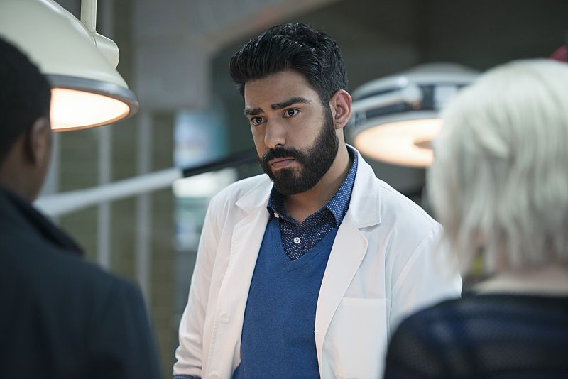 "iZombie -- ""He Blinded Me With Science"" -- Image Number: ZMB215b_0237.jpg -- Pictured: Rahul Kohli as Ravi -- Photo: Diyah Pera/The CW -- © 2016 The CW Network, LLC. All rights reserved."