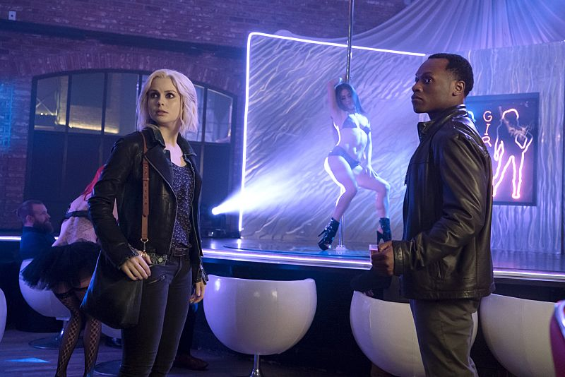 "iZombie -- Image Number: ZMB216b_0040.jpg -- ""Pour Some Sugar, Zombie"" -- Pictured (L-R): Rose McIver as Liv and Malcolm Goodwin as Clive -- Photo: Katie Yu/The CW -- © 2016 The CW Network, LLC. All rights reserved."