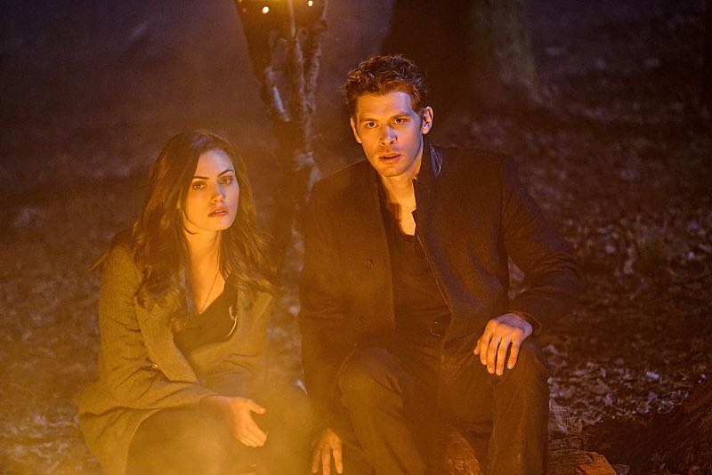 "The Originals -- ""Alone With Everybody"" -- Image Number: OG316b_0362.jpg -- Pictured (L-R): Phoebe Tonkin as Hayley and Joseph Morgan as Klaus -- Photo: Annette Brown/The CW -- © 2016 The CW Network, LLC. All rights reserved."