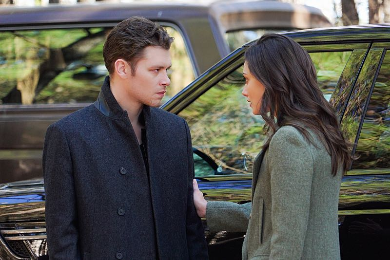 "The Originals -- ""Alone With Everybody"" -- Image Number: OG316b_0087.jpg -- Pictured (L-R): Joseph Morgan as Klaus and Phoebe Tonkin as Hayley -- Photo: Annette Brown/The CW -- © 2016 The CW Network, LLC. All rights reserved."