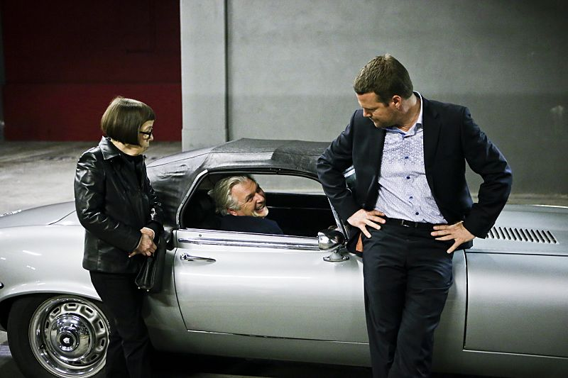 """""""Exchange Rate"""" -- Pictured: Linda Hunt (Henrietta """"Hetty"""" Lange), Vyto Rugins (Arkady Kolcheck) and Chris O'Donnell (Special Agent G. Callen).When a convicted Cuban spy escapes U.S. custody just before he is set to return to his country in a prisoner exchange, the team is shocked to learn that Anna (Bar Paly) helped him break out. Also, Deeks admits to Kensi that he thinks she is too messy, on NCIS: LOS ANGELES, Monday, March 14 (9:59-11:00 PM, ET/PT), on the CBS Television Network. Photo: Sonja Flemming/CBS ©2016 CBS Broadcasting, Inc. All Rights Reserved."""