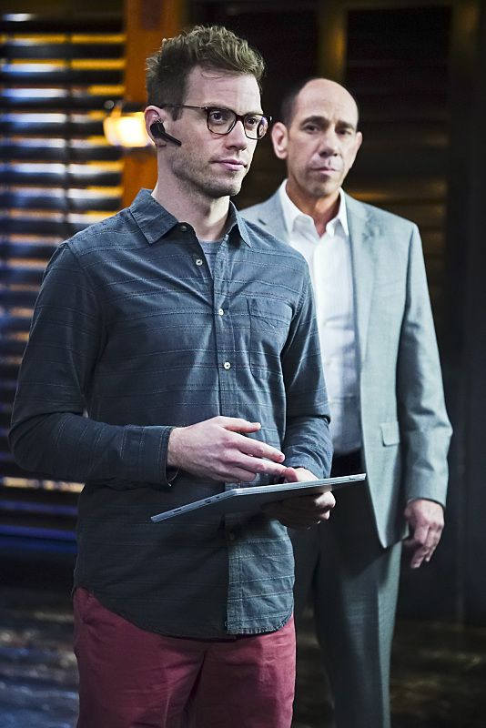 """""""Exchange Rate"""" -- Pictured: Barrett Foa (Tech Operator Eric Beale). When a convicted Cuban spy escapes U.S. custody just before he is set to return to his country in a prisoner exchange, the team is shocked to learn that Anna (Bar Paly) helped him break out. Also, Deeks admits to Kensi that he thinks she is too messy, on NCIS: LOS ANGELES, Monday, March 14 (9:59-11:00 PM, ET/PT), on the CBS Television Network. Photo: Sonja Flemming/CBS ©2016 CBS Broadcasting, Inc. All Rights Reserved."""