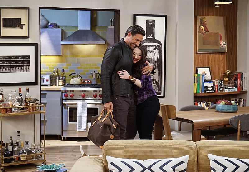 """And the Great Escape"" -- Pictured: Randy (Ed Quinn) and Max Black (Kat Dennings). As Max pet sits Randy's dog, Bruno, at his Hollywood Hills home, and Caroline sets up meetings with actresses who are interested in playing her in the potential biopic, Bruno escapes while a cannibalistic serial killer is loose in their neighborhood, on 2 BROKE GIRLS, Thursday, March 10 (9:30-10:00 PM, ET/PT) on the CBS Television Network. Photo: Robert Voets/CBS ©2016 CBS Broadcasting, Inc. All Rights Reserved."