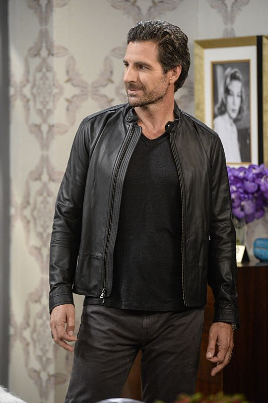 """And You Bet Your Ass"" -- Pictured: Randy (Ed Quinn). Caroline continues meeting with studio writers in an effort to make her life story into a movie, but she is torn when they reveal they would not portray Max in the project. Also, Max is being spoiled by her new Hollywood beau, Randy (Ed Quinn), who sets Caroline up on a date with his friend, Bob, on 2 BROKE GIRLS, Thursday, March 3 (9:30-10:00 PM, ET/PT) on the CBS Television Network. George Hamilton guest stars as Bob, a former studio mogul. Photo: Darren Michaels/Warner Bros. Entertainment Inc. © 2016 WBEI. All rights reserved."