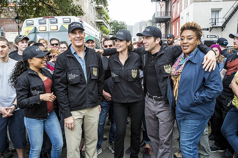 """""""If it Bleeds, it Leads"""" -- NCIS Special Agent Brody believes that a sailor hit by a party bus in the French Quarter is connected to her sister's death after the NCIS team discovers similarities between the two. Also, the team prepares for St. Patrick's Day festivities in New Orleans, on NCIS: NEW ORLEANS, Tuesday, March 15 (9:00-10:00 PM, ET/PT), on the CBS Television Network. Pictured L-R: Behind the scenes with Shalita Grant, Scott Bakula, Zoe McLellan, Lucas Black, and CCH Pounder Photo: Skip Bolen/CBS ©2016 CBS Broadcasting, Inc. All Rights Reserved"""
