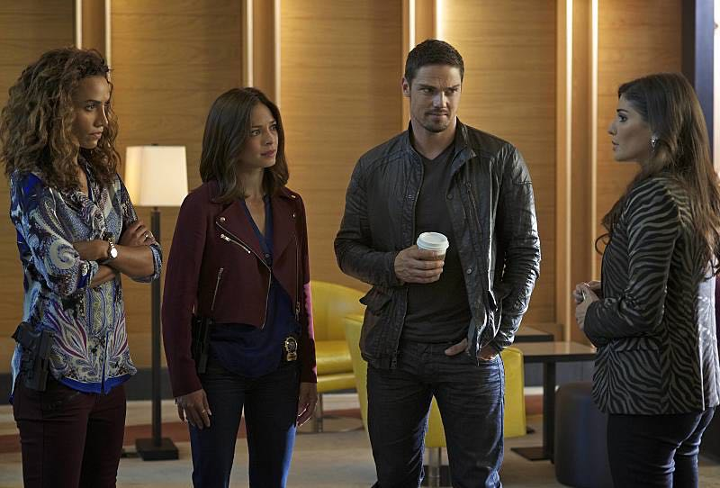 "Beauty and the Beast -- ""Beast Interrupted"" -- Image Number: BB402b_0354.jpg -- Pictured (L-R): Nina Lisandrello as Tess, Kristin Kreuk as Catherine, Jay Ryan as Vincent and Amanda Setton as Bootsy -- Photo: Sven Frenzel/The CW -- © 2016 The CW Network. All Rights Reserved."