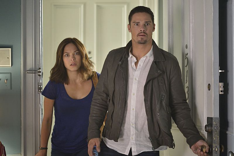 """Beauty and the Beast -- """"Monsieur et Madame Bete"""" -- Image Number: BB401b_0216.jpg -- Pictured (L-R): Kristen Kreuk as Catherine and Jay Ryan as Vincent -- Photo: Ben Mark Holzberg/The CW -- © 2016 The CW Network. All Rights Reserved."""