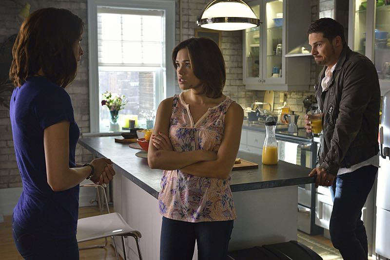 """Beauty and the Beast -- """"Monsieur et Madame Bete"""" --  Image Number: BB401b_0102.jpg -- Pictured (L-R): Kristen Kreuk as Catherine, Nicole Gale Anderson as Heather and Jay Ryan as Vincent -- Photo: Ben Mark Holzberg/The CW -- © 2016 The CW Network. All Rights Reserved."""