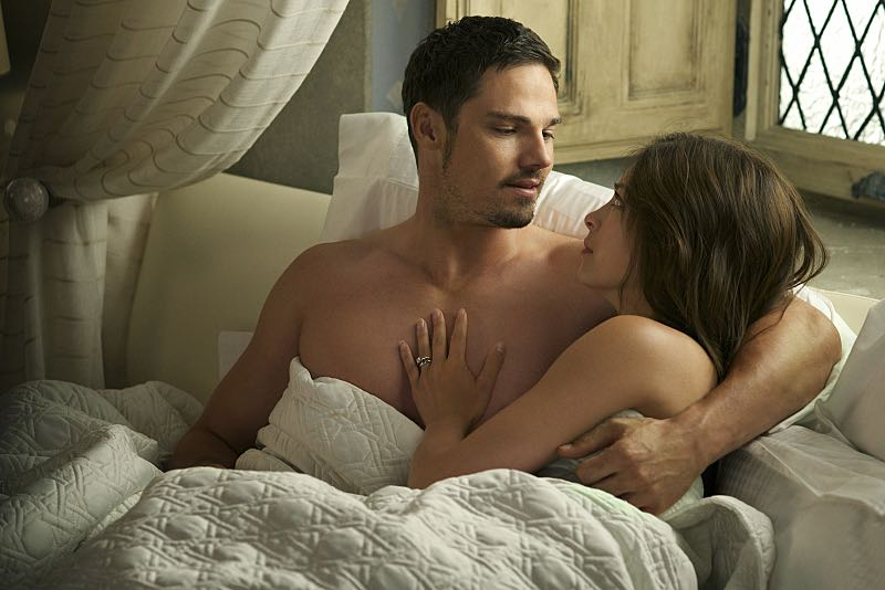 "Beauty and the Beast -- ""Monsieur et Madame Bete"" -- Image Number: BB401a_0336.jpg -- Pictured (L-R): Jay Ryan as Vincent and Kristen Kreuk as Catherine -- Photo: Sven Frenzel/The CW -- © 2016 The CW Network. All Rights Reserved."